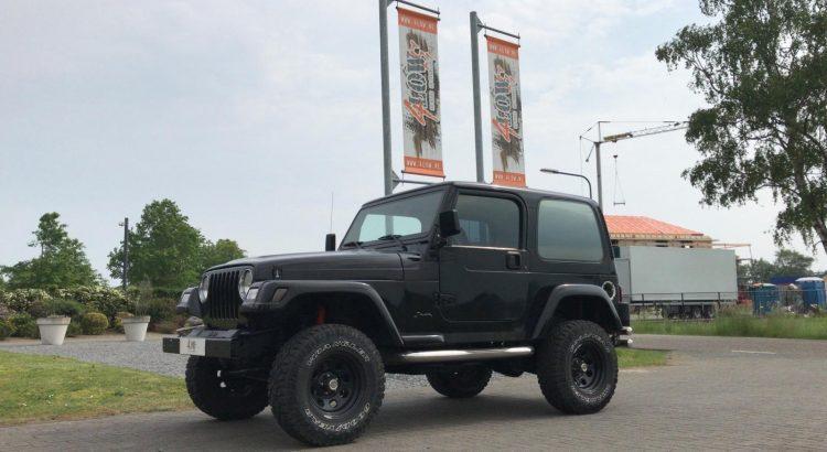 Zwarte Jeep Wrangler 2.5L VERKOCHT